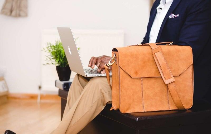 Geantă laptop vs. rucsac laptop: ce să aleg?
