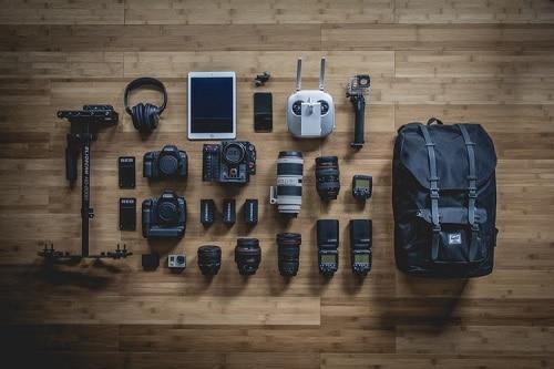 Cum îmi păstrez aparatul foto în siguranță când călătoresc?
