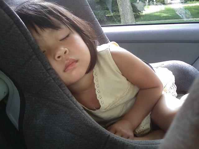 Pernă călătorie: este benefică pentru copilul meu?