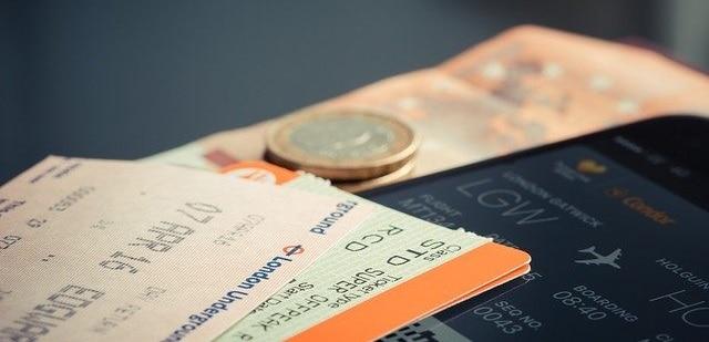Ce trebuie să faci când îți rezervi online un bilet de avion?