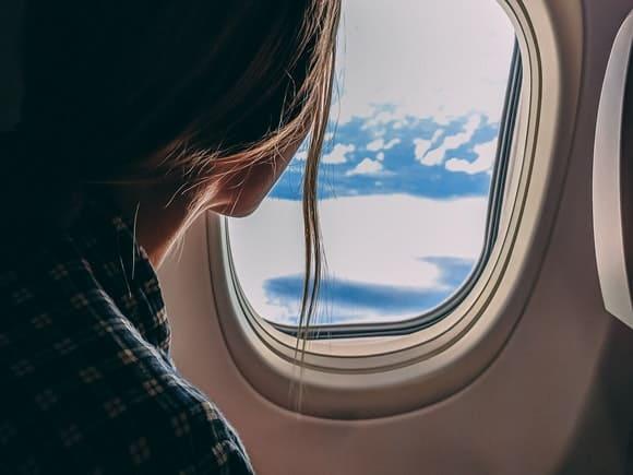 Cum folosești corect perna de călătorie pentru un zbor confortabil?