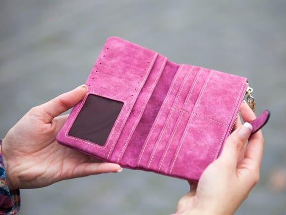 Idei de cadouri practice: portofele de damă